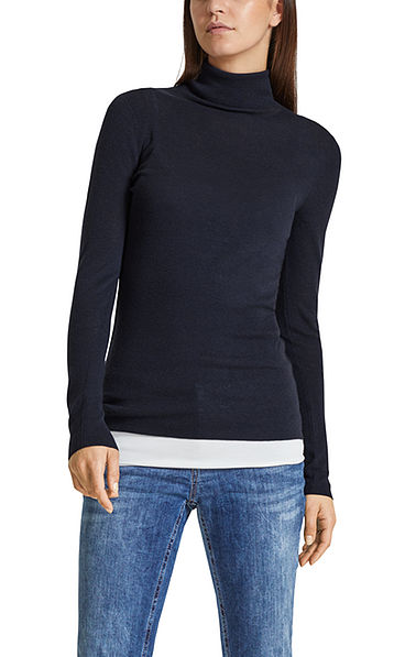 Delicate knitted turtleneck pullover