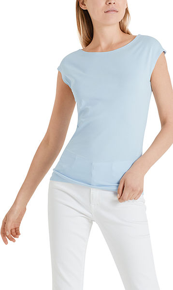 Basic top with a wide neckline