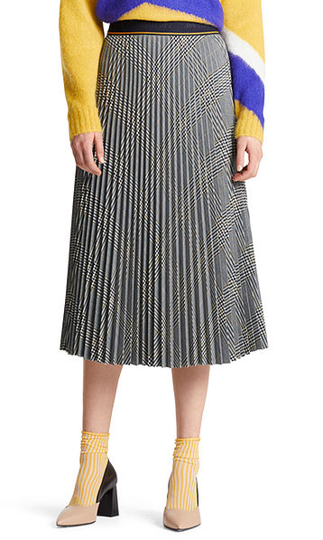 Pleated skirt with checked pattern