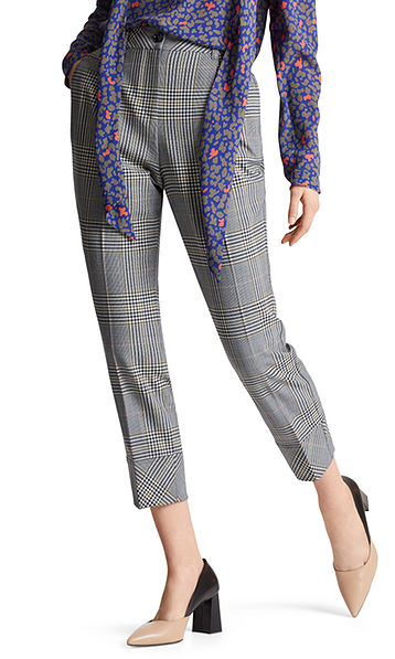Pants with interplay of checks