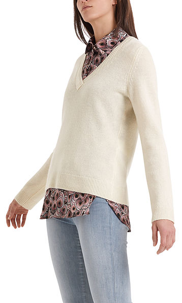 High-quality knitted sweater with V-neck