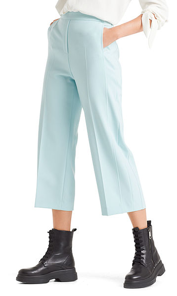 Loose pants in culotte style