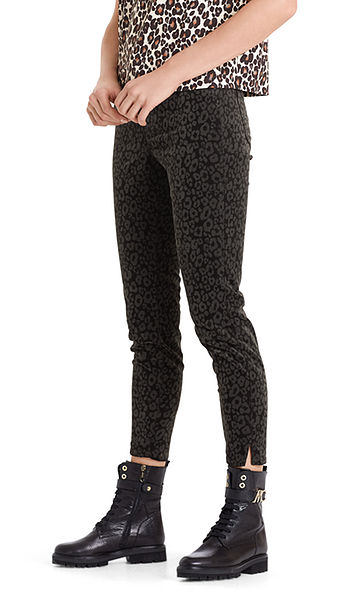 Velvet jeans with leopard pattern.