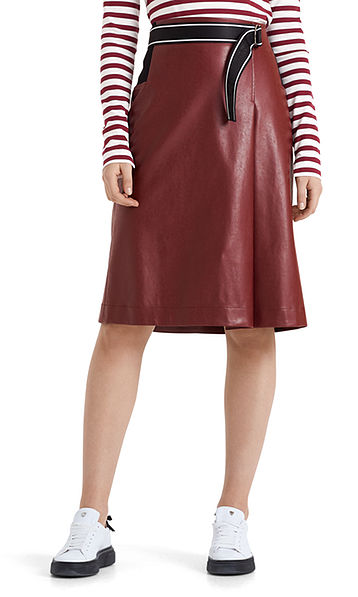 Flared skirt in imitation leather