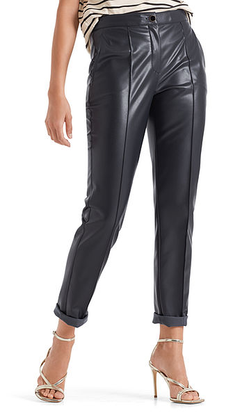 Slim-fitting pants in faux nappa leather